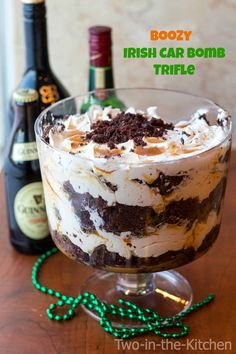 Patrick's Day with this Boozy Triple Irish Trifle Recipe! Patrick's Day with this Boozy Triple Irish Trifle Recipe! Patrick's Day with this Boozy Triple Irish Trifle Recipe! Dessert Oreo, Köstliche Desserts, Holiday Desserts, Holiday Recipes, Dessert Recipes, Irish Desserts, Baileys Trifle Recipes, Plated Desserts, Trifle Bowl Recipes