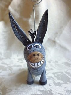 The Donkey from Shrek!!! from: http://pixie-ms.blogspot.ro/2012/08/papir-allatkak-quilled-miniature-3d.html