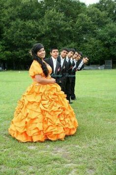 Cute picture idea with the chambelanes