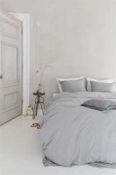 Glamorously Pretty Rose Gold Bed Room Ideas for a Budget Suitedecor . Bedroom Inspo, Cute Bedroom Decor, Bedroom Sets, Home Bedroom, Master Bedroom, Bedroom Inspiration, Master Suite, Bedroom Furniture, Master Master