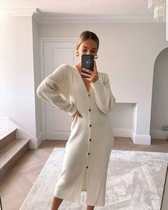 Sweater Dress Outfit, Maxi Cardigan, Winter Dress Outfits, Cardigan Outfits, Dress With Cardigan, Casual Outfits, Cream Cardigan Outfit, Cozy Fashion, Unique Fashion