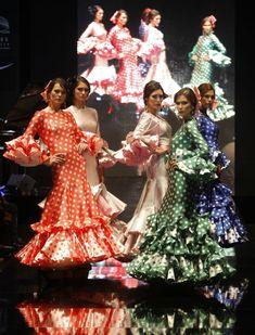 Un repaso por las principales pasarelas para encontrar las tendencias de flamenca para 2016 que van a reinar en las ferias y romerías de Andalucía