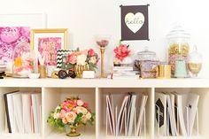 objetos de decoração com dourado