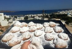 Σκαλτσούνια Παριανά (Μαμάς Κωστάντζας)-featured_image Greek Cookies, Sweets Cake, Food Categories, Greek Recipes, Baking, Ethnic Recipes, Greece, Sofa, Desserts