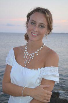 Esos atardeceres inolvidables a la orilla del mar… Aún más mágicos con el Collar Romántica. ¿No te parece? http://www.orquideashop.es/collar-rom%C3%A1ntica-perla-plata