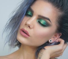 London - Natasha Denona Eyeshadow Base Medium, Urban Decay Full Spectrum palette, Sweed lashes Gabbi, Bare minerals Lash Domination Volumizing mascara Petite, NYX Lip lingerie Bedtime flirt
