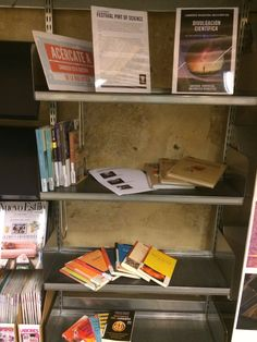 Explore Pint of Science ES events in Salamanca Mayo, Magazine Rack, Bookcase, Storage, Home Decor, Reading Room, Window Displays, Getting To Know, Science