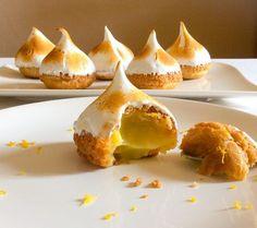 choux pastry with lemon curd, meringue on top! Lemon Desserts, Just Desserts, Dessert Recipes, Best Cookie Recipes, Sweet Recipes, Lemon Recipes, Choux Pastry, Eclairs, Profiteroles Recipe