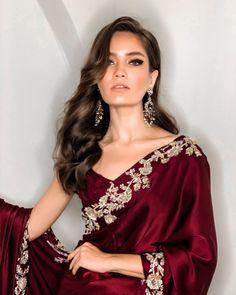 Indian Fashion Dresses, Indian Designer Outfits, Stylish Sarees, Stylish Dresses, Indian Attire, Indian Ethnic Wear, Pakistani Outfits, Indian Outfits, Shadi Dresses
