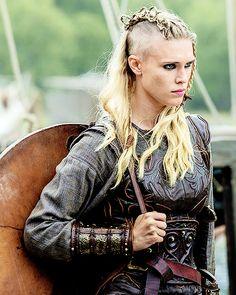 Women in Armor: Gaia Weiss as Porunn in Vikings Vikings Tv Series, Vikings Tv Show, Gaia Weiss, Viking Warrior Woman, Viking Age, Vikings Ragnar, Ragnar Lothbrok, Viking Character, Warrior Outfit