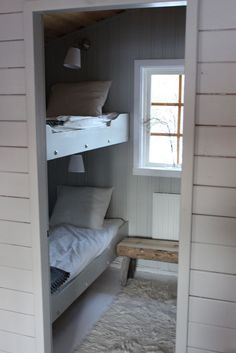 Cheap Closet: Meet 10 Tips and 60 Creative Ideas to Decorate - Home Fashion Trend Alcove Bed, Build My Own House, Modern Lodge, Bunk Rooms, Bungalow, Pretty Bedroom, Swedish House, Cottage Style, Small Spaces