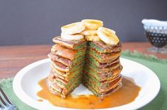 Would you try naturally #green #GF St. Paddy's Day Pancakes from Plaid and Paleo? Looks like fun!