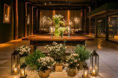 Flores e velas - Crédito: Anna Quast & Ricky Arruda Fotografia