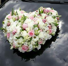 Blumengesteck für das Hochzeitsauto  Rosen/ Pfingstrosen Frühlingshochzeit  Weddingcar
