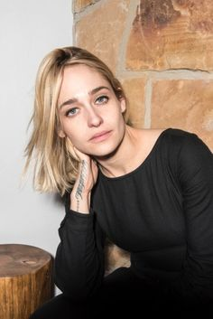Jemima Kirke just eye liner