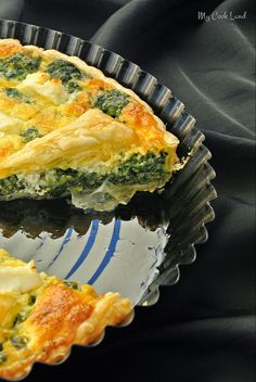 spinach tart, spinach and feta tart, puff pastry tart, sweet … Spinach Tart, Spinach And Feta, Salty Tart, Vegetarian Recipes, Healthy Recipes, Dessert Pizza, Easy Cooking, Food Inspiration, Italian Recipes