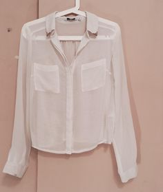 Biała cienka koszula New Look z mojej szafy! Rozmiar 38 / 10 / M za 8.00 zł. Zobacz: http://www.vinted.pl/damska-odziez/bluzki-z-dlugimi-rekawami/17772761-biala-cienka-koszula.