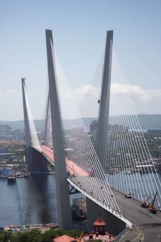 Bridge over Zolotoy Rog Bay in Vladivostok. Russian Far East Ing Civil, Voyager Loin, Parks, Bridge Design, Pedestrian Bridge, Suspension Bridge, Civil Engineering, Bridge Engineering, Covered Bridges
