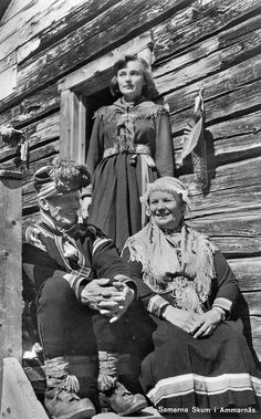 Sami Family from Sweden Antique Photos, Old Photos, Sweden History, Lappland, Scandinavian Folk Art, National Art, People Of The World, First Nations, North Africa
