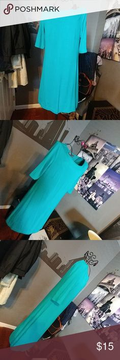 "Donna Ricco Seafoam Green t-shirt Dress as Small Good condition from a smoke and pet free home,  Pre-loved; No damage or defects Dark Seafoam Green T-shirt/shift style 95% rayon/ 5% spandex Approx Measurements Bust 16"" Length 35"" Donna Ricco Dresses Midi"