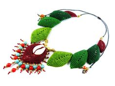 Collier magnifiquement à la main, réglable / style de collier macramé micro tribal thaïlandais.  Absolue eye-catcher sont spirituels, organique,