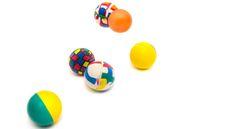 Si on a tous déjà joué avec une balle rebondissante, tout le monde ne sait pas comment en fabriquer une.