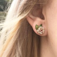 🌿🌸 The Vintage Rose Studs 🌸🌿 Treat yourself to these exceptionally beautiful studs, perfect for a romantic date night or any occasion to be honest - we just LOVE them! Rose Earrings, Bridal Earrings, Diamond Earrings, Bridal Jewelry Sets, Bridal Sets, Perfect Mother's Day Gift, Fine Jewelry, Jewellery, Romantic Dates