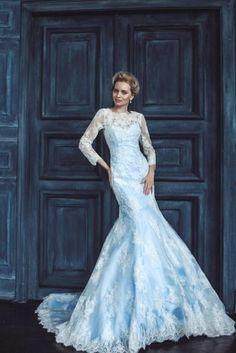 Vestido de novia inspirado en el personaje de Disney Elsa, de la película Frozen de 2013 / wedding bride dress inspired in Elsa, a Disney character from the film Frozen (2013)