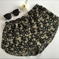 Floral High Waisted Shorts Floral high waisted shorts light material size large Ambiance Apparel Shorts