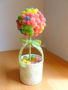 This is candy, but could be made with balloons instead. Types Of Candy, Sushi Party, Sweet Trees, Chocolate Bouquet, Candy Bouquet, Fiesta Party, Love Craft, Unicorn Party, Christmas Candy