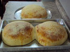 Milho é coisa sacrossanta (escrevi certo?) aqui em casa. Já temos acá neste blog um bolo de milho  e um pão de milho . Falta ainda colocar u...