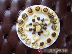 Μπισκότα Βουτύρου 2 #sintagespareas #mpiskotavoutirou #mpiskota #voutimata Cookie Bars, Tea Time, Waffles, Sweets, Cookies, Baking, Breakfast, Cake, Desserts
