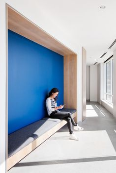 Office Tour: OnDeck Offices – Denver built in bench, wood frame, upholstered seat, ondeck-office-des Alcove Seating, Booth Seating, Built In Seating, Built In Bench, Wall Seating, Hallway Seating, Office Seating, Cool Office Space, Office Workspace