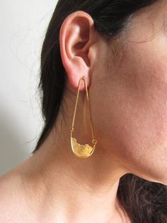 You'll love these one of a kind, artist made and designed, gold plated silver, Seth Papac drop earrings. Gold Drop Earrings, 18k Gold, Great Gifts, Fine Jewelry, Sterling Silver, Textiles, People, Ideas, Amazing Gifts