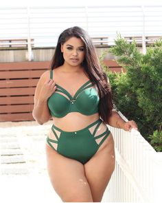 🍃🌲🍃 Feeling fine in forest pine: Daisy Christina making her fall statement in the Mariora set!