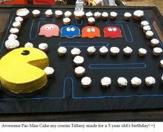 Pac Man Cake! 80s Birthday Parties, 80s Party, 80th Birthday, Party Time, Birthday Ideas, Pac Man Cake, Pac Man Party, Video Game Party, Cupcake Cakes