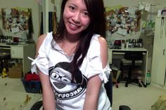 Cut out shoulders with bows - How to cut up your t-shirt - Salinabear