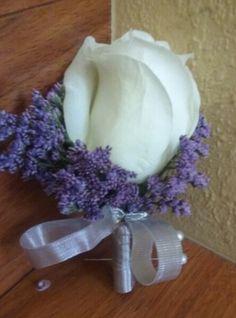 White rose with purple limonium boutonniere #limoniumboutonniere #purpleboutonniere #whiterosepurplelimoniumboutonniere #roselimoniumboutonniere