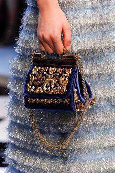 prada-milahno: Detail at Dolce & Gabbana Fall 2016 Ready-to-wear Sac Dolce Gabbana, Dolce And Gabbana Handbags, Miu Miu Tasche, Sacs Design, Best Designer Bags, Designer Handbags, Purses And Handbags, Handbags Michael Kors, Women Accessories