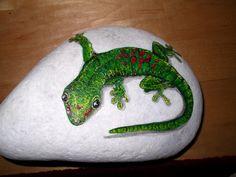 Gecko auf Marmor. Es handelt sich ausschließlich um Unikate. VERKAUFT