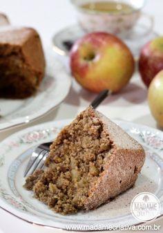 Bolo saudável de Aveia e maçã! Ideal para tomar com chá ou café da trade! Delicious oat and apple cake! I'm making it this saturday for the five o'clock tea! Recipe in portuguese but it's easy to follow walkthrough photo tutorial.