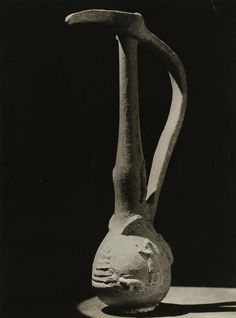 varietas: Man Ray, 1930 / via Soler y Llach Man Ray, American Artists, Art World, Portrait Photographers, Photo Art, Pottery, Totems, Pure Products, Contemporary