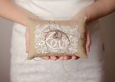 LOVE刺繍 リングピロー : ずっと大切にしたい!大人可愛いリングピローまとめ - NAVER まとめ