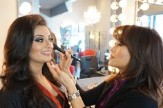 Soft curls with high volume hair tutorial Volume Hair Tutorial, Easy Makeup Tutorial, Makeup Tutorials, Angel Makeup, Soft Curls, Romantic Dates, Simple Makeup, Beauty Makeup, Makeup Looks