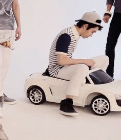 KYUNGSOO (SQUISHY) IN HIS (TINY) CAR gif <3