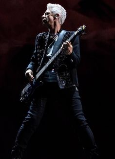 Diaporama (28 photos) U2 Live, Paul Hewson, Larry Mullen Jr, Adam Clayton, Le Concert, Chicago, Pop Singers, Elvis Presley, Rock Bands