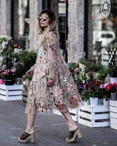 хWEBSTA @ marieandmood - Spring #outfit @hm 🌸 | Les filles, demain la collection #spring sera en boutique dont cette magnifique robe 💯 | #kiss 💋#snapchat : marieandmood 👻#wiwt #ootd #hm #marieandlook #moda #stylish #streetstyle #fblogger #lyon #enjoy #HM #hmfashion