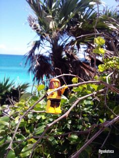 Jungle life, Im far away from nowhere... | Geekoteca Labs | Lego