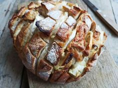 Borrelbrood met brie & kruidenboter - Smulpaapje Brie, Baked Potato, Happy Holidays, Slow Cooker, Breads, Cooking Recipes, Sweets, Lunch, Snacks