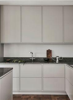 Ideas for a Nordic Kitchen Design by Sundlingkicken for Nordiska Kök. Design by the swedish stylist duo Elin Kicken and Evalotta Sundling (known as Sundling Kickén). Interior Design Kitchen, Modern Interior Design, Kitchen Decor, Kitchen Ideas, Kitchen Designs, Kitchen Trends, Kitchen Colors, Marble Interior, Coastal Interior